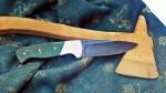 A kés markolata stabilizált, színezett Nyárfából készült.